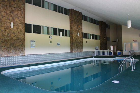 Howard Johnson Inn Woodstock NB: Pool Area Rooms Overlooking Indoor Pool