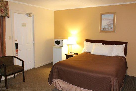 Howard Johnson Inn Woodstock NB : 1 Queen Bed Room
