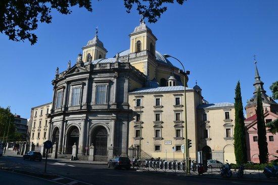 Real Basilica de San Francisco el Grande : Basilica from outside