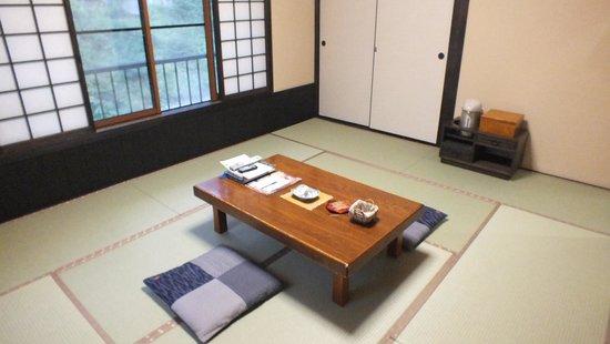 Abe Ryokan: 部屋はこぎれい