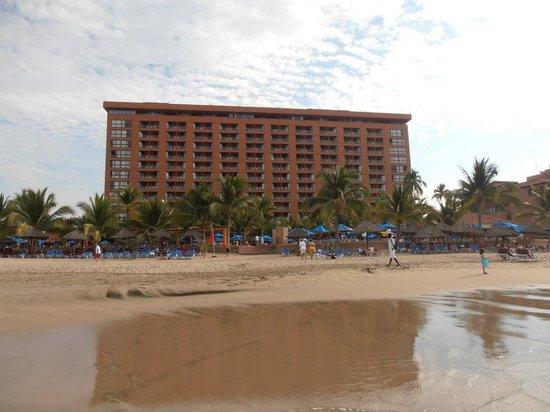 Barcelo Ixtapa: Hotel vu de la plage