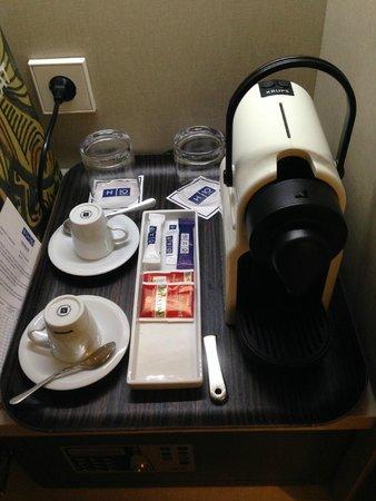 H10 Art Gallery: cafetera Nespresso, en 4 noches no nos repusieron el café nunca