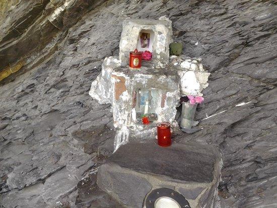 Zoagli, Italy: Cappelletta in prossimita' della lapide