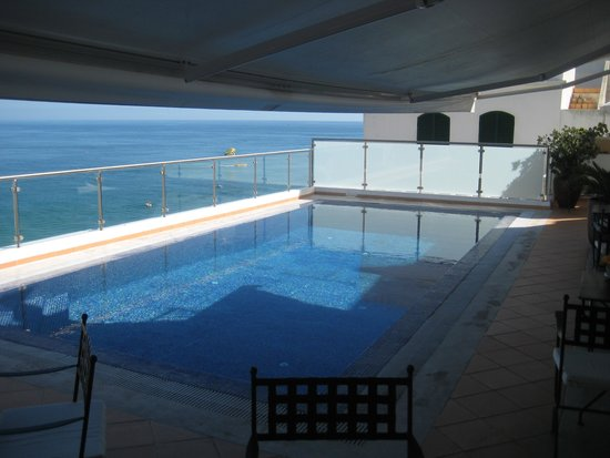 Vila Sao Vicente Boutique Hotel: Pool view from the indoor breakfast area.