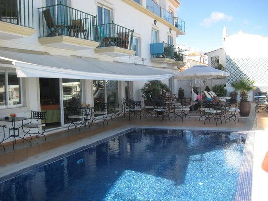 Vila Sao Vicente Boutique Hotel: Pool and rear of hotel.