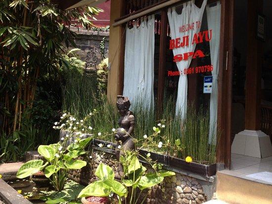 Beji Ayu Spa: The front