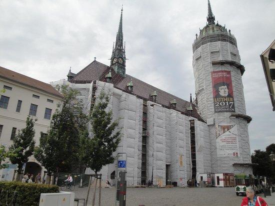 Wittenberg, Tyskland: Die Schlosskirche wird renoviert, soll aber zum Lutherjubiläum fertig sein.