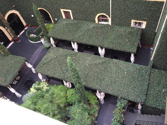 Residenza di Ripetta: View from our corner room looking down at the restaurant garden.
