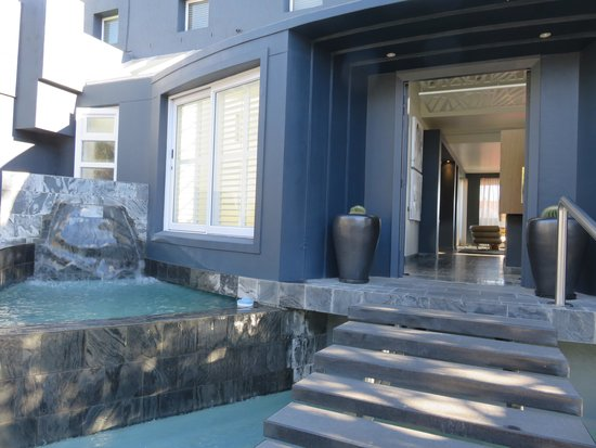 O on Kloof Boutique Hotel & Spa: Beautiful entrance to the hotel!