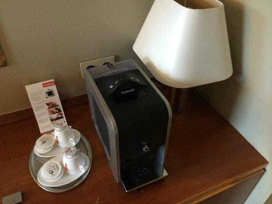 Begijnhof Hotel : to lubię - kawa z ekspresu - w pokoju