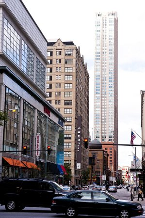 The James Chicago-Magnificent Mile : Street View