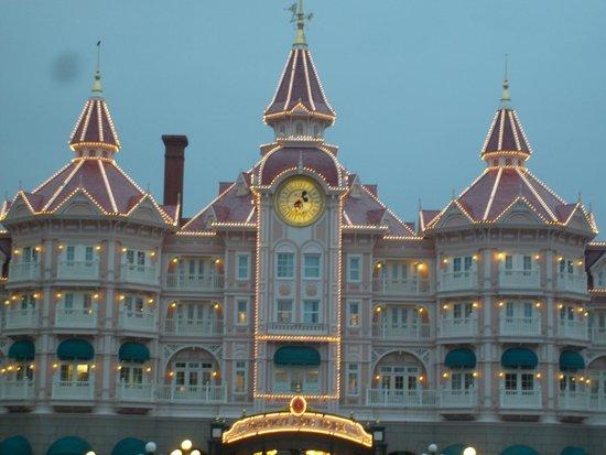 Disneyland Hotel : Un extérieur de style!