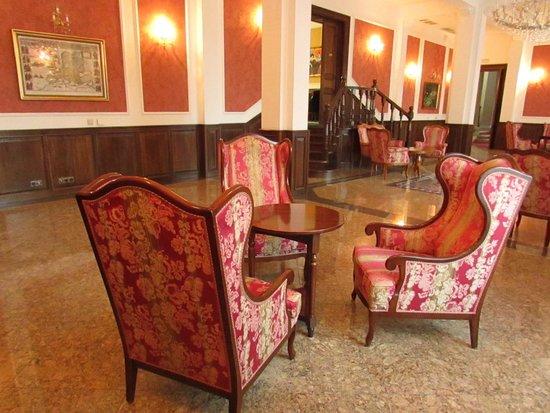 Kastelyhotel Sasvar Resort Mansion Hotel: Mansion Hotel furniture