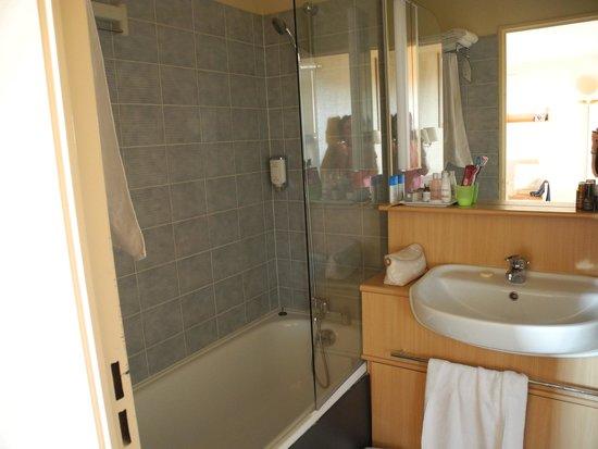 salle de bain  Picture of Citadines Wilson Toulouse