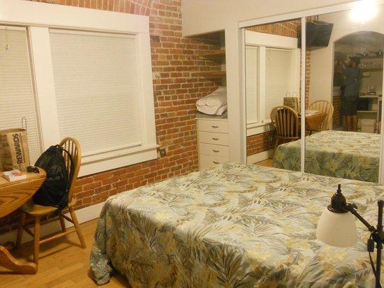 Venice Beach Suites & Hotel: Room