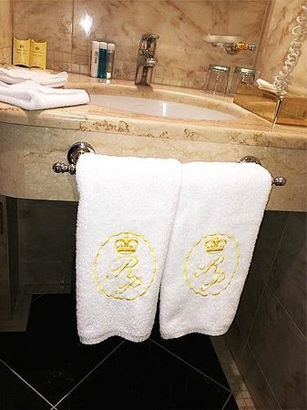 Luxury Family Hotel Royal Palace: Bathroom