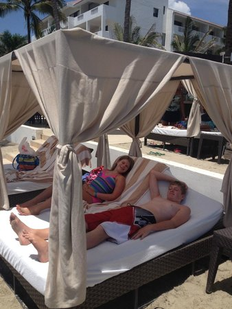 Marival Resort & Suites: Vip section on the beach