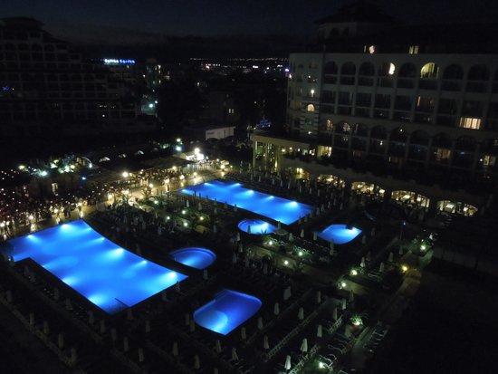 إبيروستار صني بيتش ريزروت: Junior Suite view - by night