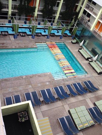The Clarendon Hotel and Spa: Pool view, cute central courtyard location.. Hotel rooms surrounding pool