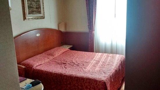 Mokinba Hotel Montebianco: La persiana está automatizada, por lo que no hay que hacer esfuerzo para abrir