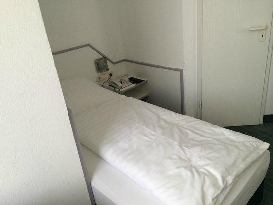Hotel Neue Kräme: Bed in alcove