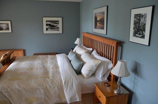 Reef Point Oceanfront B&B: Sea Mist Suite.