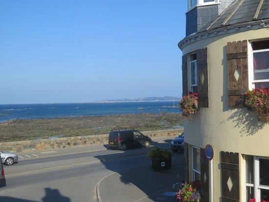 St Georges: Вид из окна