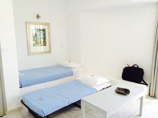 Elounda Garden Suites : Kids' room - living room