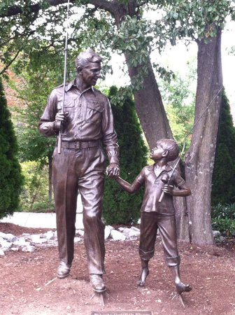The Andy Griffith Museum : TV statue