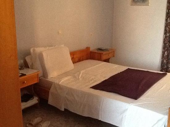 Michalis Studios & Apartments: notre chambre a coucher, simple mais confortable