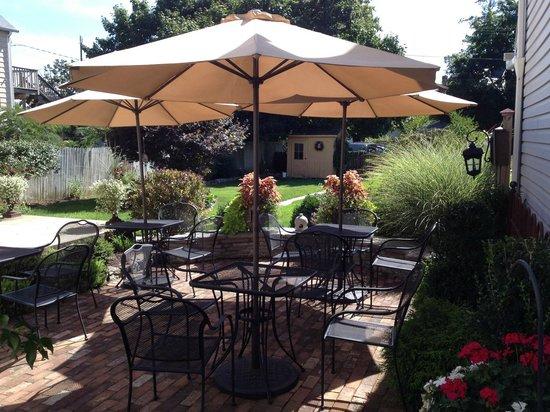 Bath, Pensilvania: Back yard patio...