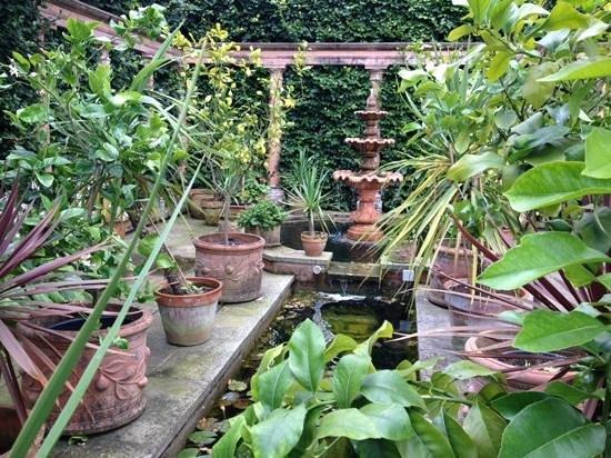 Ullingswick, UK: Itallian garden 1