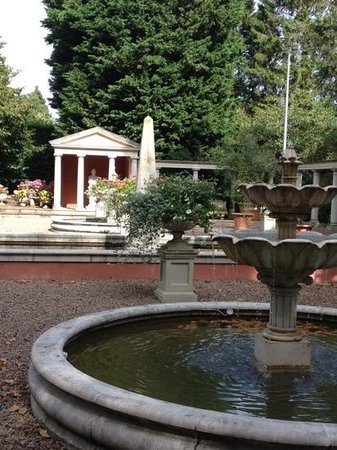 Ullingswick, UK: Italian garden 2
