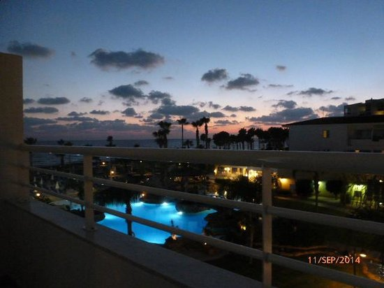 SENTIDO Cypria Bay: sunset at pool