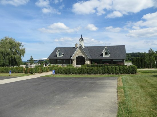Vineland Estates Winery Restaurant: this is the front of the Restaurant