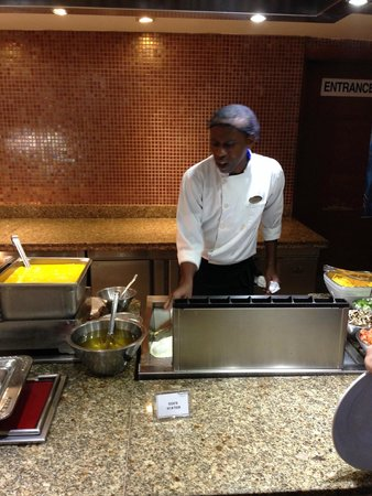 Royalton White Sands Resort: Omelet Chef