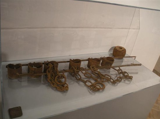 Orangeburg, Южная Каролина: Actual slave wrist and ankle shackles with the metal identification tag. Owned by James Brown