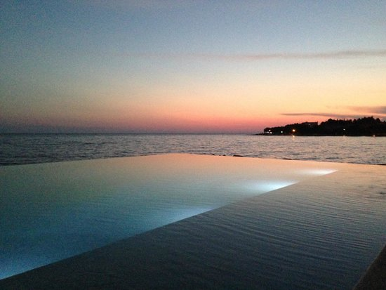 Aminess Maestral Hotel: Infinity pool at night
