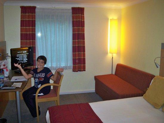 scrivania e divano letto picture of holiday inn express london rh tripadvisor com holiday inn express swiss cottage london england holiday inn express swiss cottage hotel london