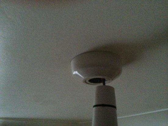 Euro Hotel Hammersmith: Poor wiring