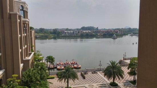 Sheraton Qingyuan Lion Lake Resort : 房間露台