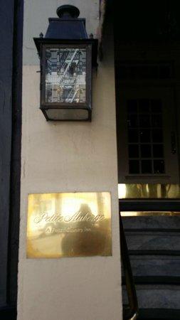 Petite Auberge : Front door of hotel