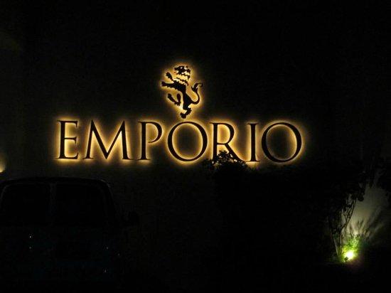 Emporio Ixtapa: Estacionamiento