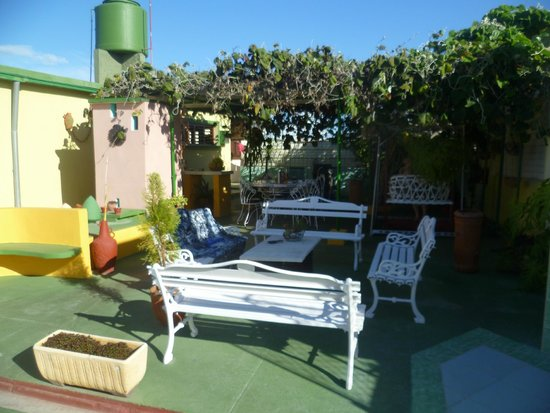 Casa de Mary y Angel: Nice relaxing garden area