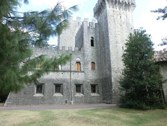Castello di Brolio : la costruzione medioevale