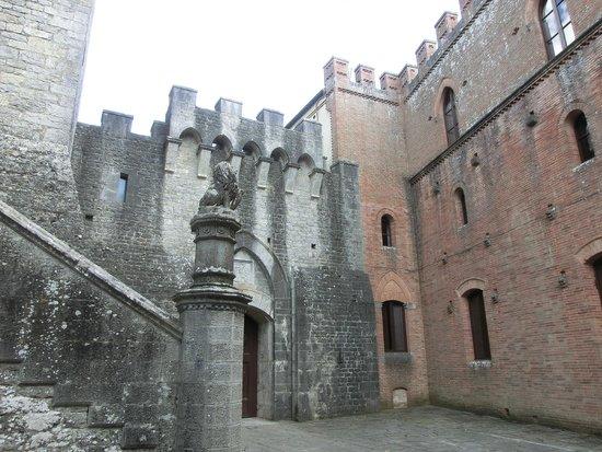 Castello di Brolio : il medioevo vicino all'ottocento
