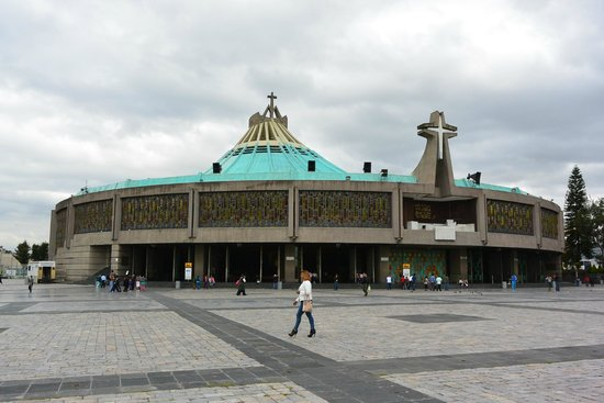 Basilica Lady of Guadalupe and Teotihuacan: 新聖堂です。