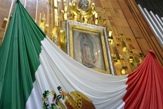 Basilica Lady of Guadalupe and Teotihuacan: 褐色の聖母の写真です。