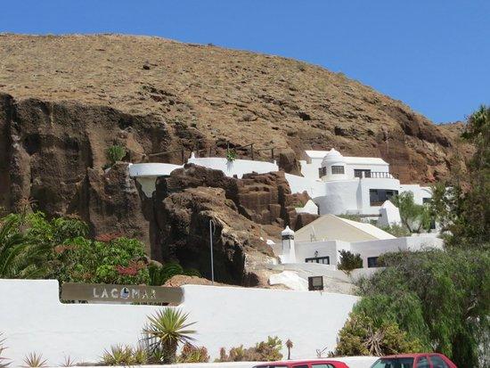 Museo Lagomar: Looking up the hill @ Lagomar