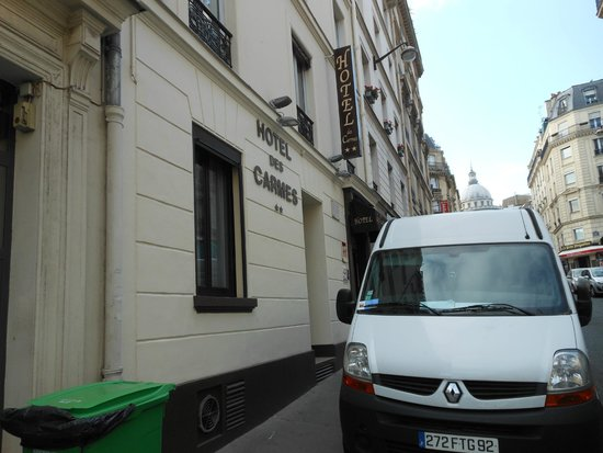 Hotel des Carmes: Front of hotel from street